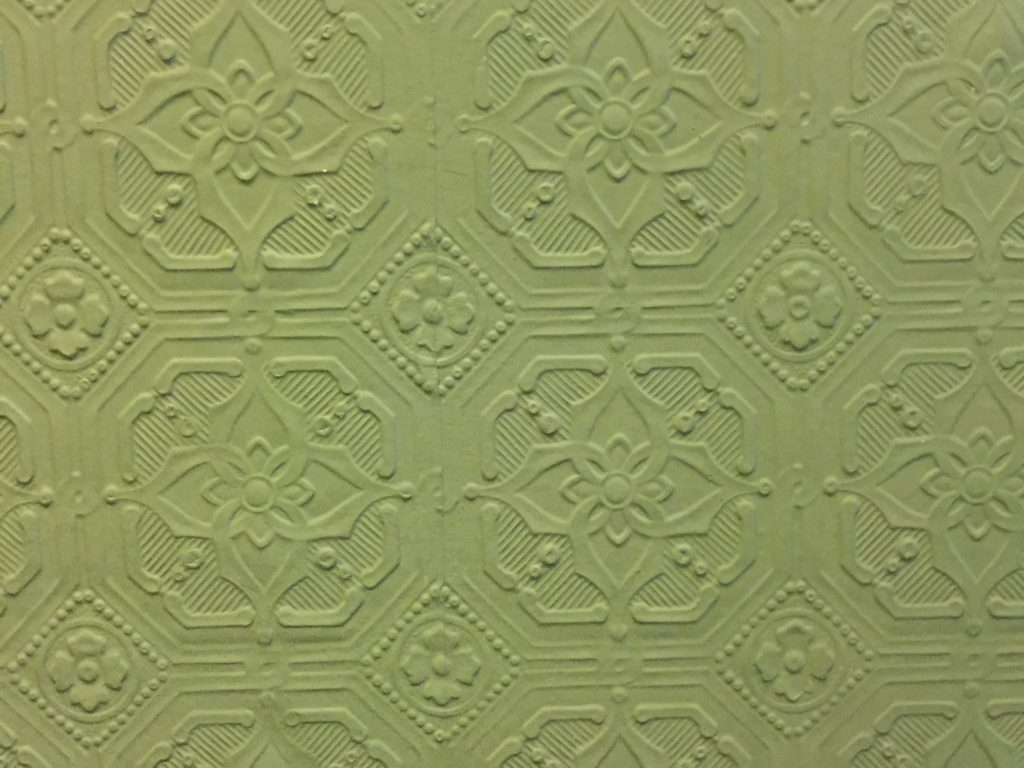 Fancy wall paper with ornate pattern