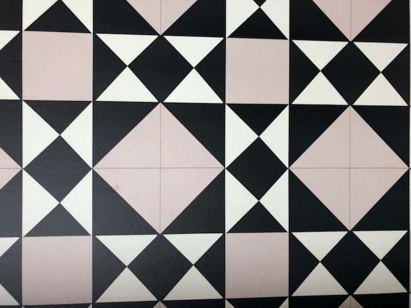 Geometric patterns on tiles