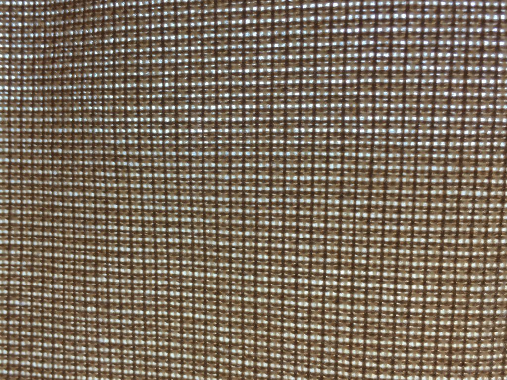 Grid of metallic balls